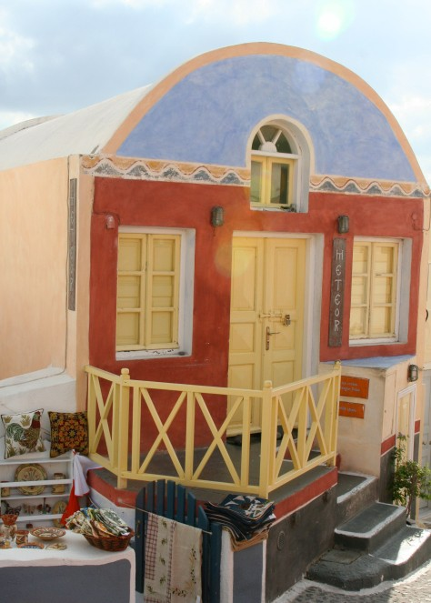 This house in Oia displayed an interesting choice of colors.