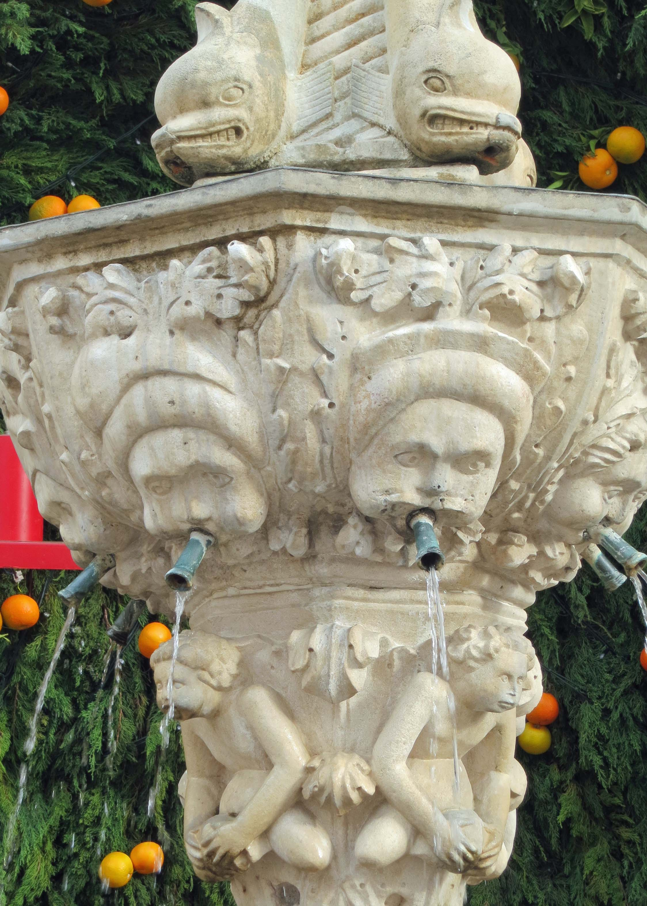 Another view of Little Onofrio's Fountain.