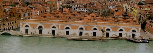I found this building, the Emporio Dei Sali, interesting. Once it housed salt. Now it is home to one of Venice's best rowing clubs.