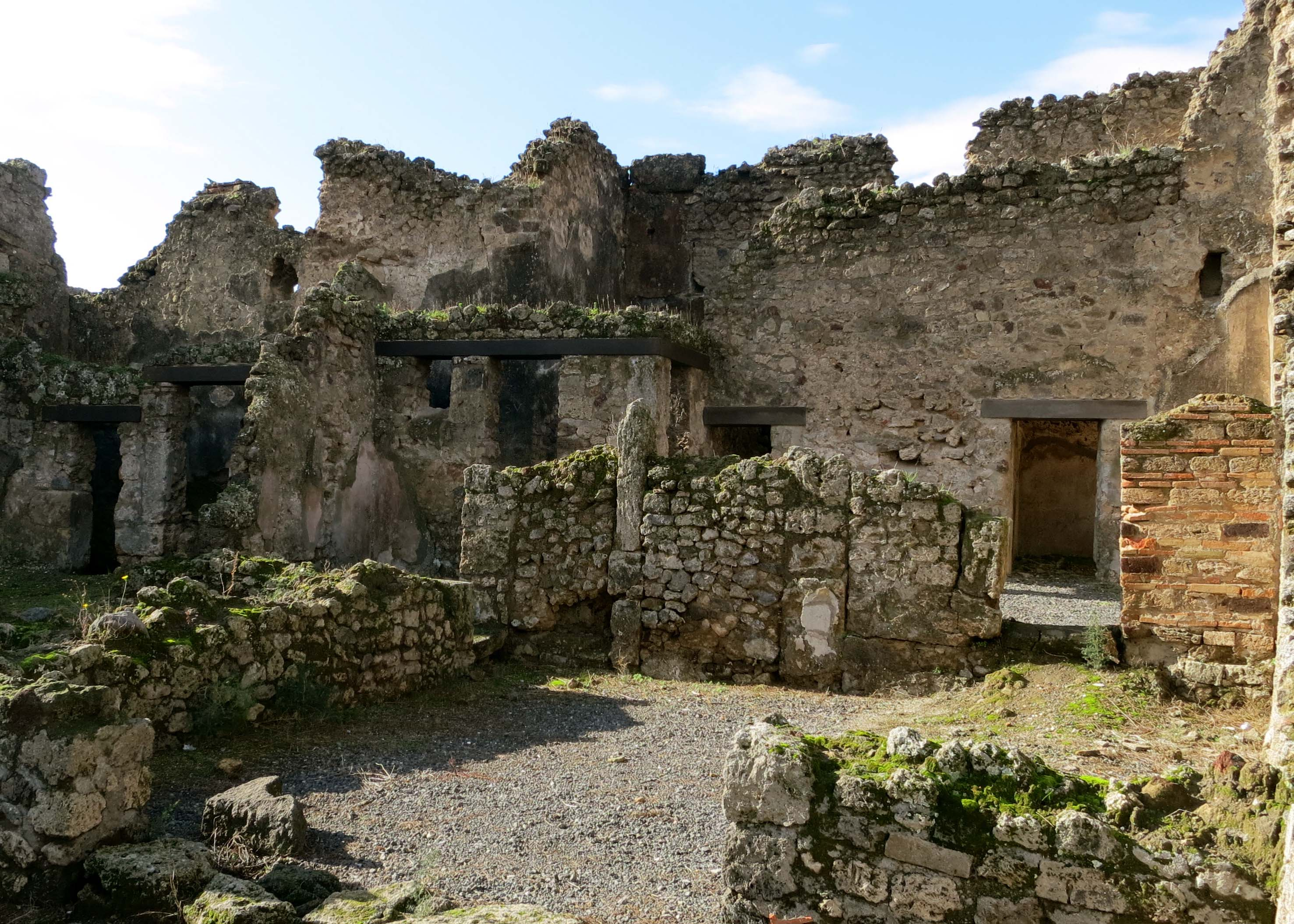 I'll close with this shot of Pompeii ruins looking more like ruins. (grin)