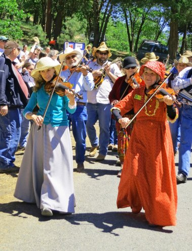 Fiddlers at the Buncom Day Parade in Southern Oregon