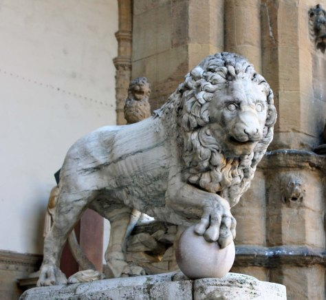 This nice kitty with his finger like paws greeted us on the Piazza del Signoria... along with several other sculptures.