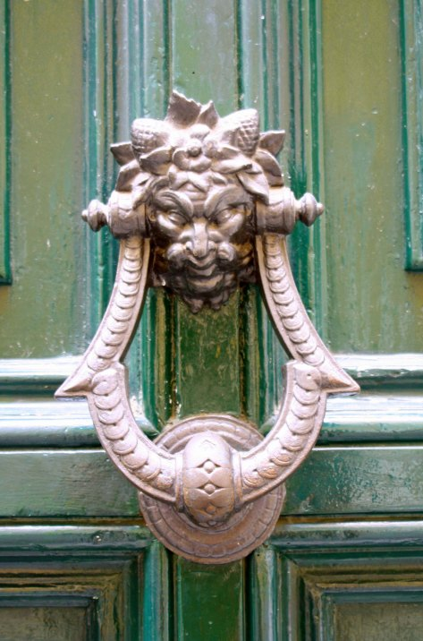 Peggy caught this wonderful knocker on our Walk-About... (Photo by Peggy Mekemson)