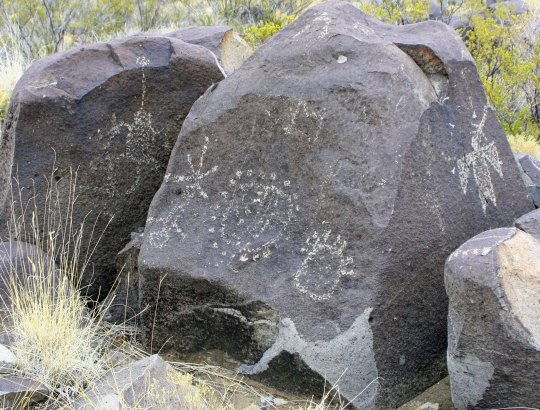 Petroglyph grouping at Thrre Rivers Petroglyph site in New Mexico.