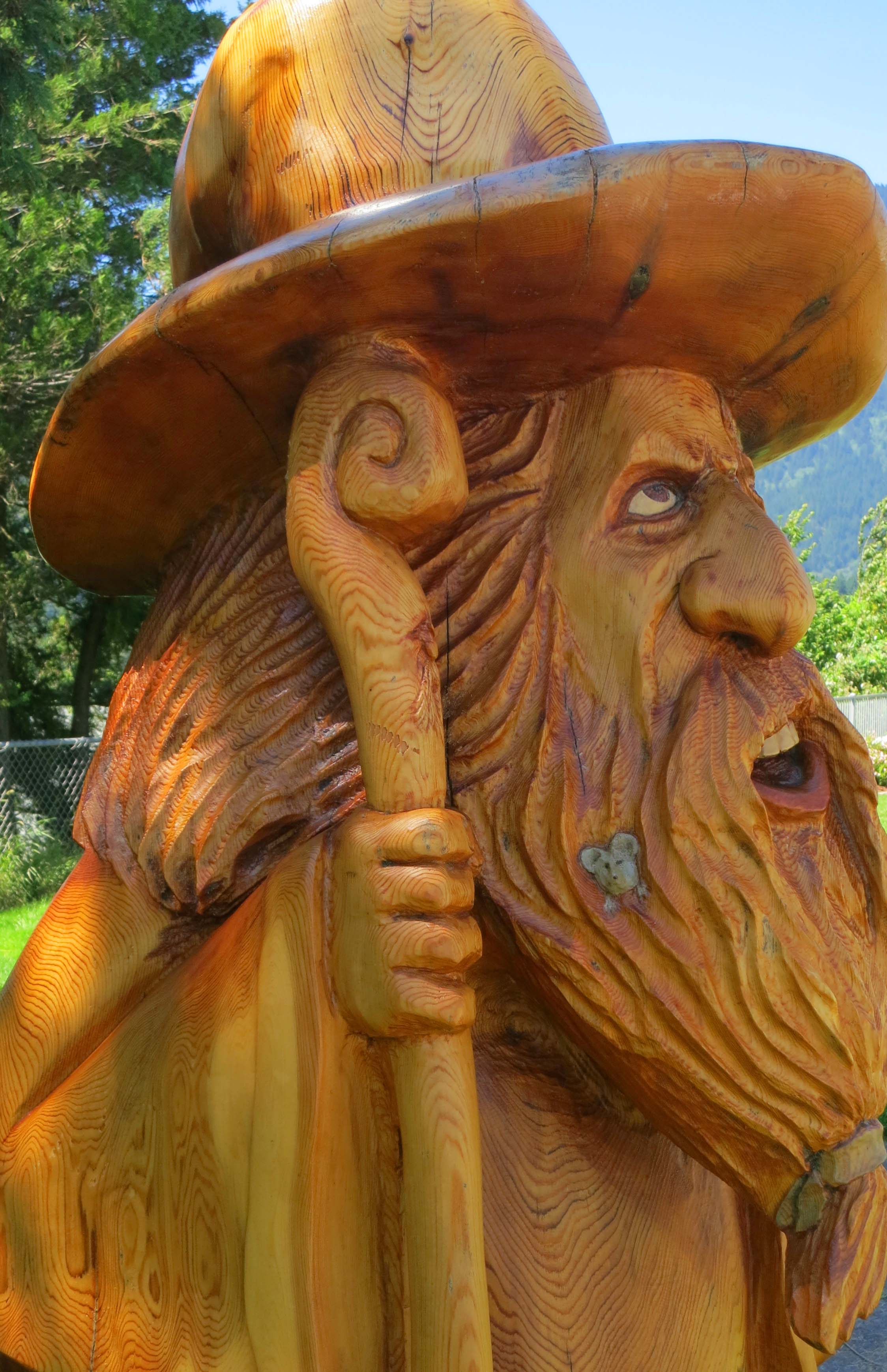 Wood carving with a chainsaw… north to alaska wandering