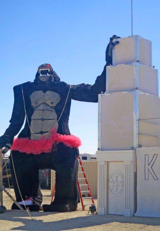Not sure where this tutu wearing King Kong fit into the scheme of things but he too, along with the Empire State Building was found on the Esplanade.