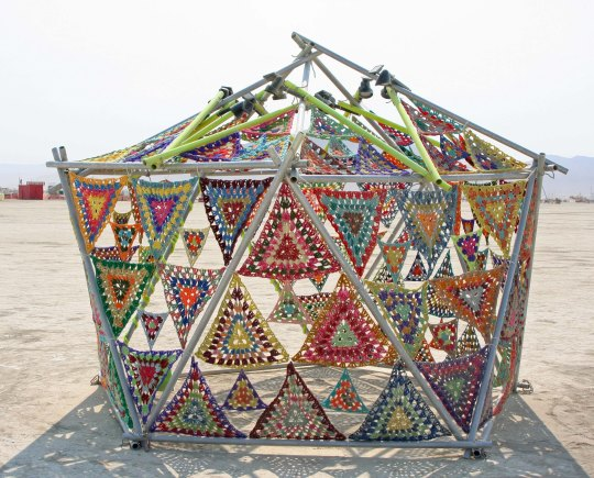 Peggy, a crafty woman, liked this knit house. (Photo by Peggy Mekemson.)