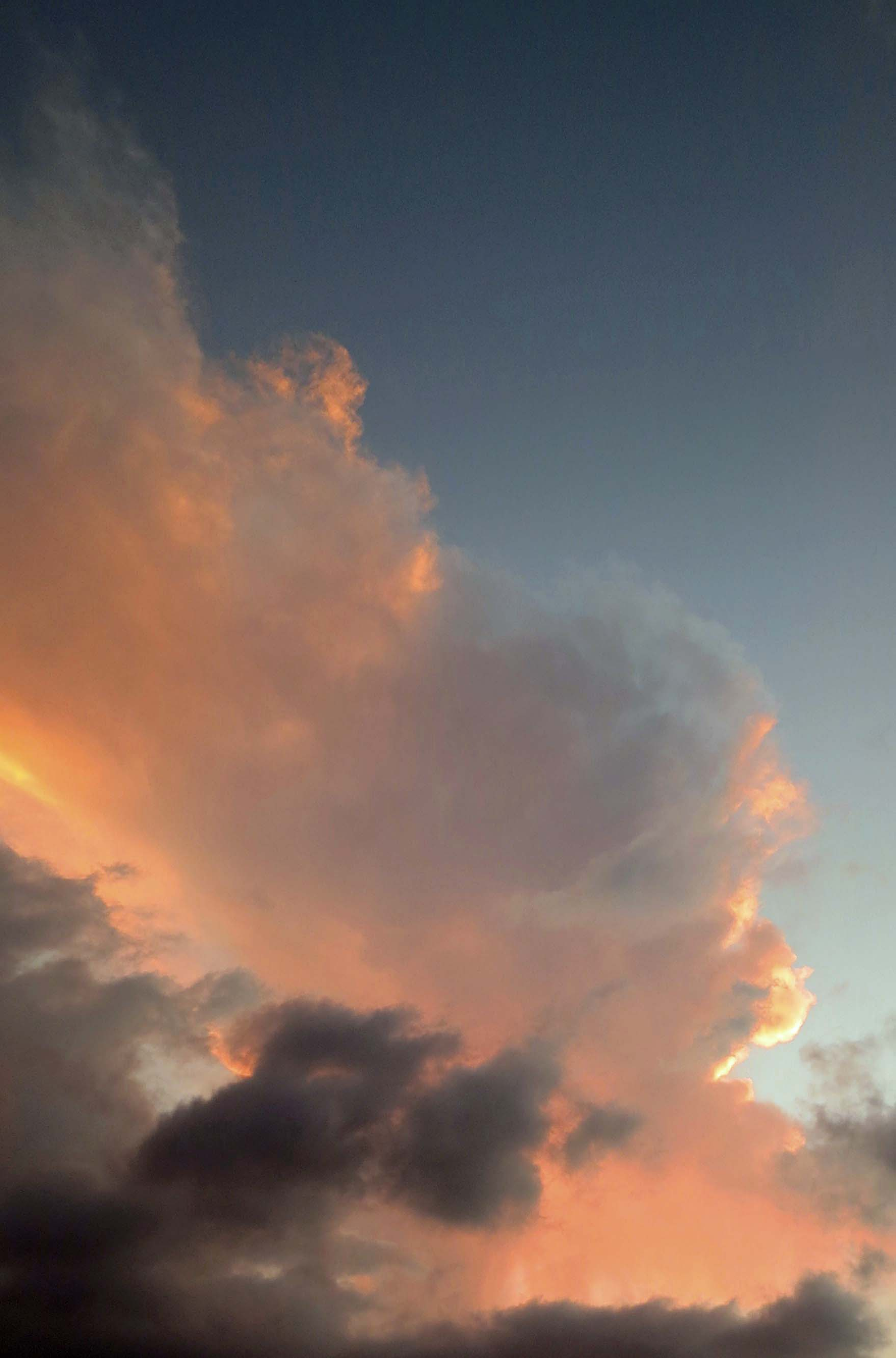 Cumulous cloud in sunset at Puerto Vallarta. (Photo by Curtis Mekemson.)