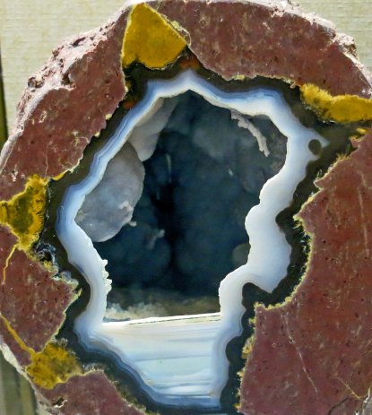 Geode at Crater Rock Museum in Central Point, Oregon. Photo by Curtis Mekemson.