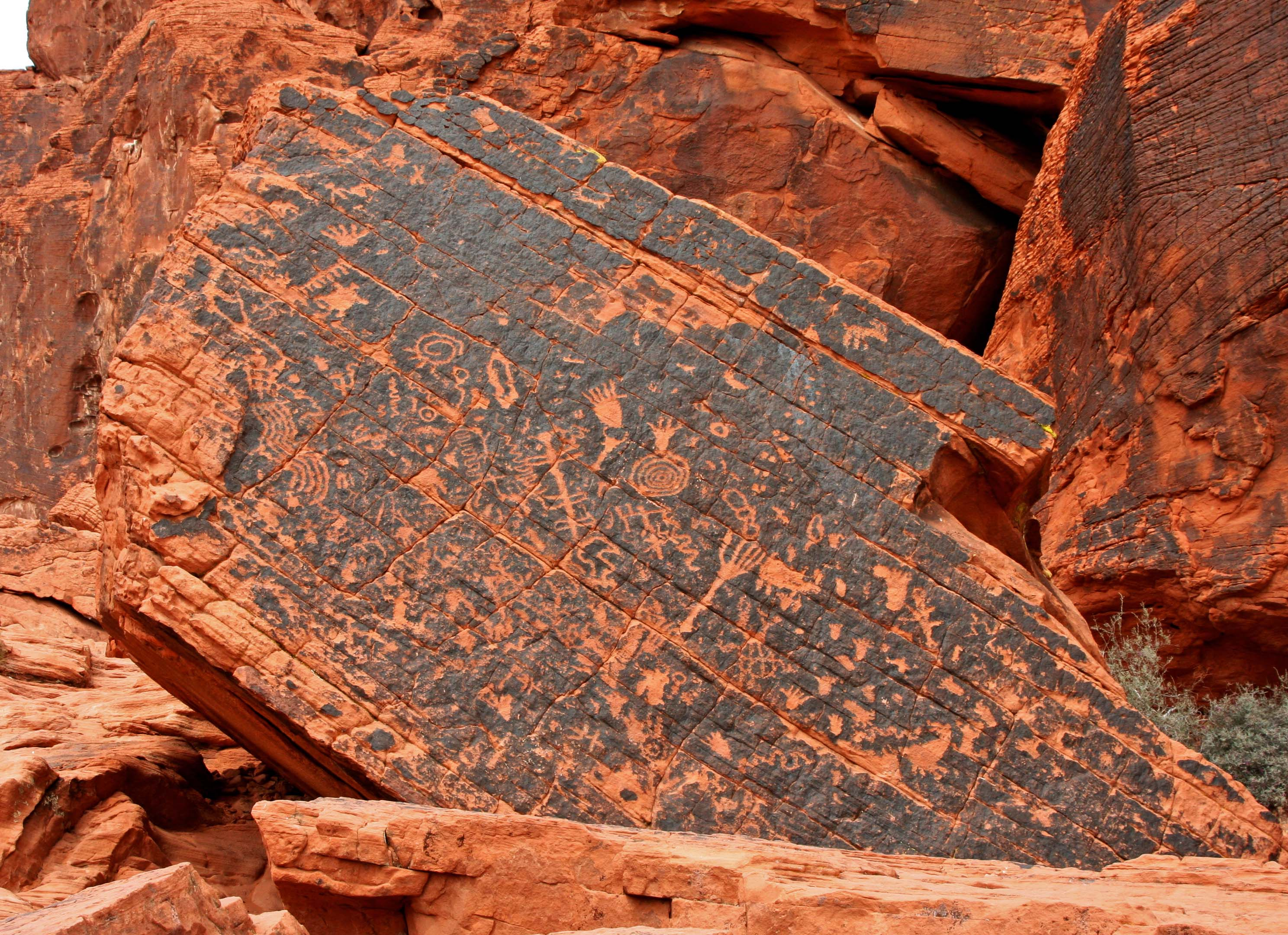 ancient petroglyphs in the valley of fire state park the