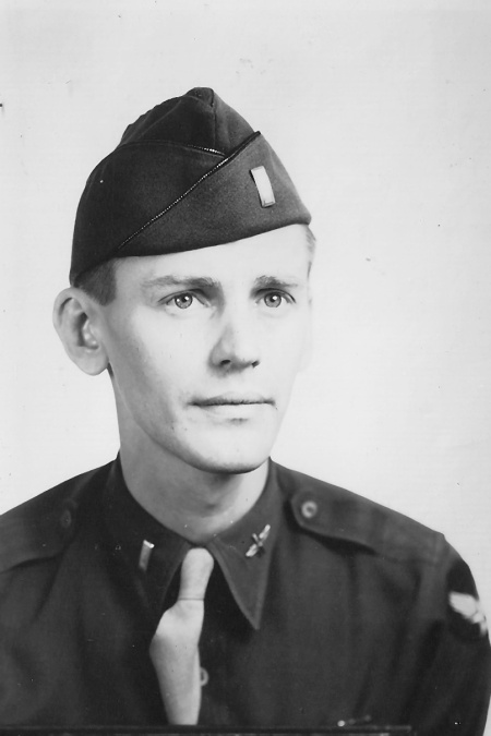 Photo of John Dallen as a First Lieutenant in World War II.