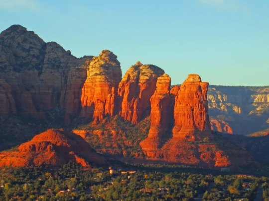 Coffee Pot and Sugar Loaf rock formations in Sedona, Arizona reflect the setting sun. Photo by Curtis Mekemson.