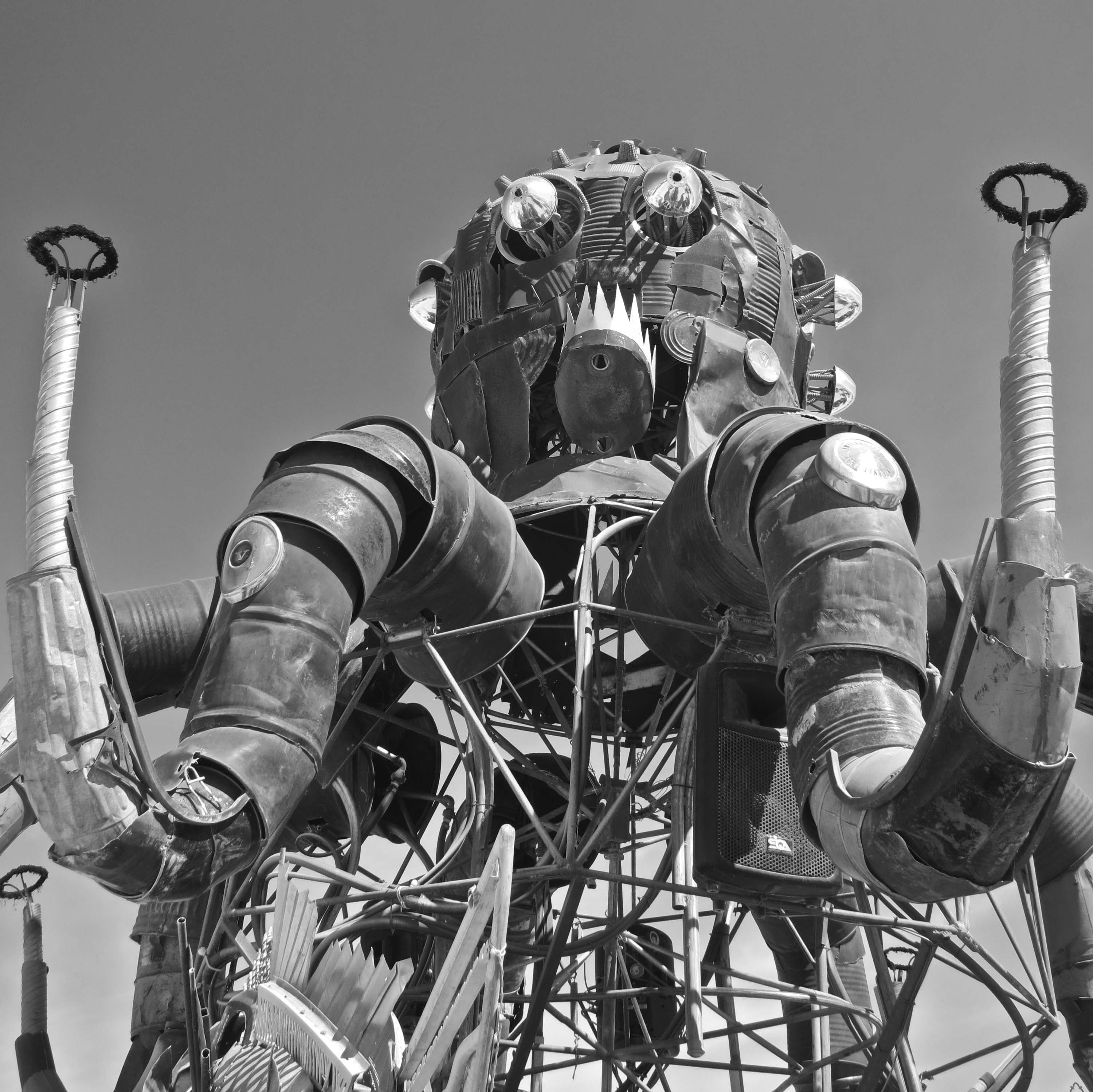 El Pulpo Mechanico became an instant Burning Man classic when it first made its appearance on the Playa a few years ago. At night, its arms pump up and down shooting out fire.