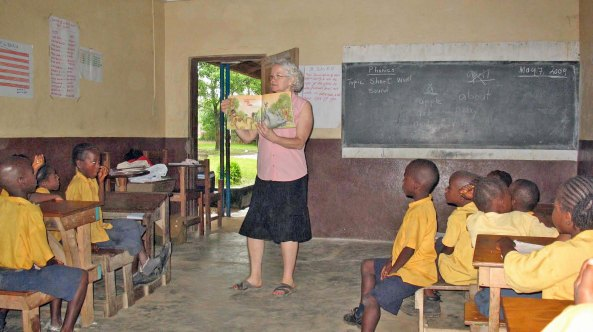FOL Trip to Liberia May 2009: Literacy lesson with first graders at the Ganta Mission School