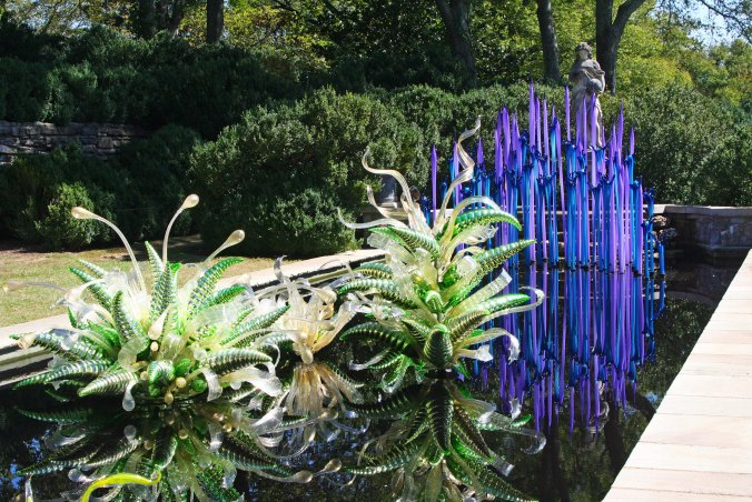I'll use this blue and green contrast by Chihuly to end this post. NEXT POST: On the way to He Grand Canyon and a two month break from blogging.