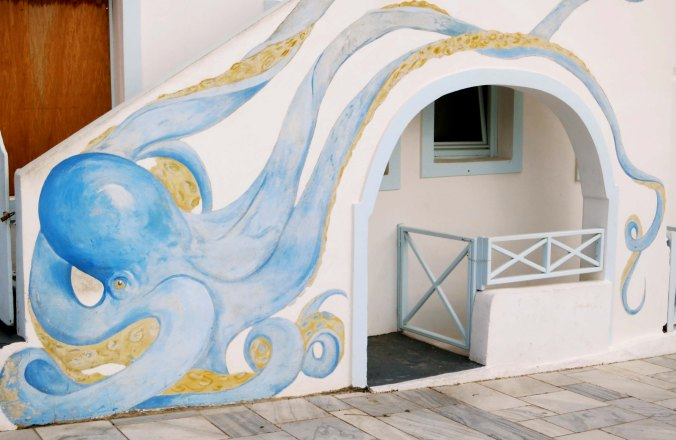 Several of the people who follow my blog like murals. This one is for you. I really liked the way its tentacles wrapped around the door.