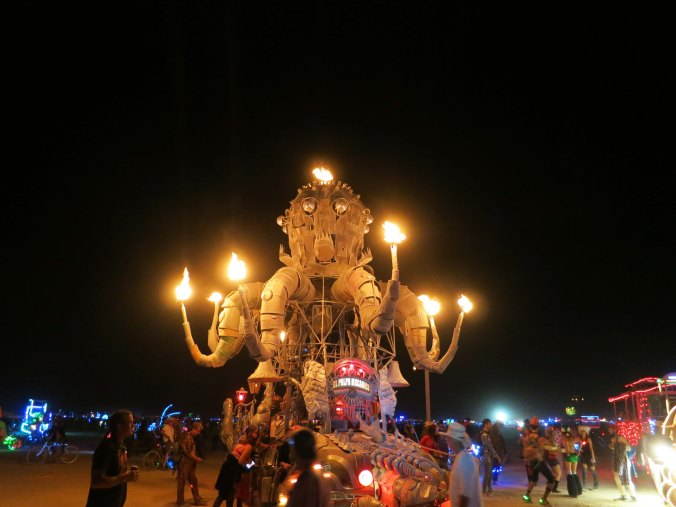 Susan Sarandon donned a wedding dress and led a parade out to the Temple of Confession to deposite Leary's ashes. El Pulpo Mechanico, a 30 foot high octopus was part of the parade.