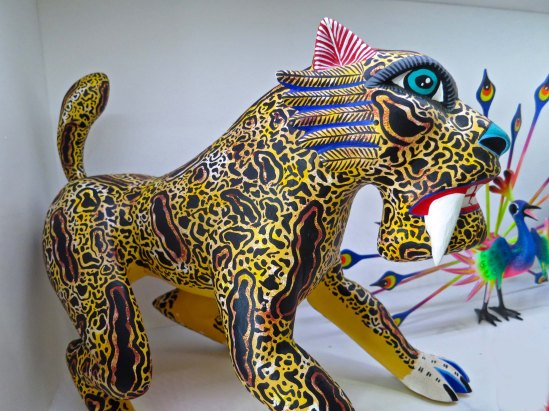 There is no apparent shape shifting in the Oaxaca saber toothed tiger. Or in the peacock behind it.