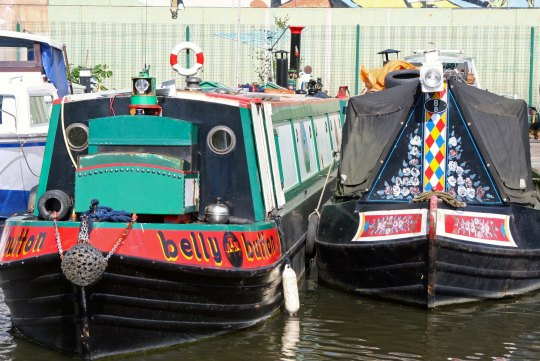 How would you like to have a house named Belly Button? Fun names, plants and unique paint jobs give narrow boats personality.