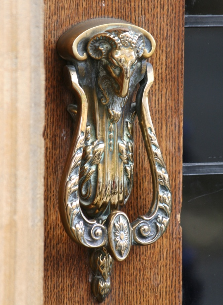 This doorknocker found in Chipping Campden seemed a fitting end to this blog. It was hard to resist knocking on this door. I will be back to try it out!