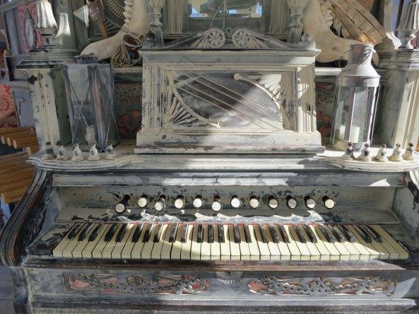 A close up of the organ.