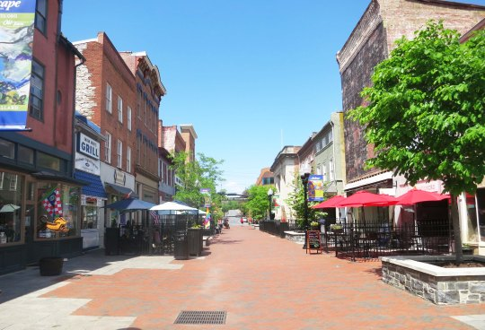 Old Town in Winchester Virginia has bee turned into a pleasant and attractive auto-free zone. Patsy Cline would recognize the buildings.
