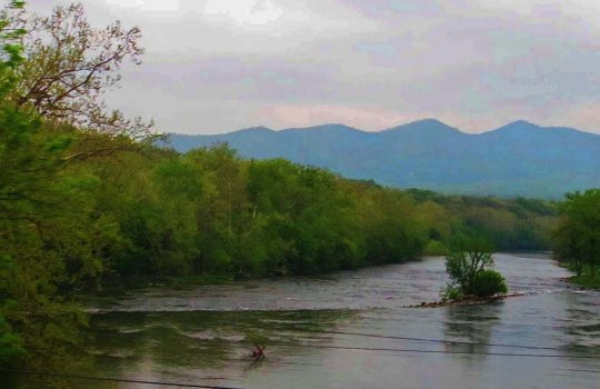 And yes, I did find the Shenandoah River with its mountain backdrop.