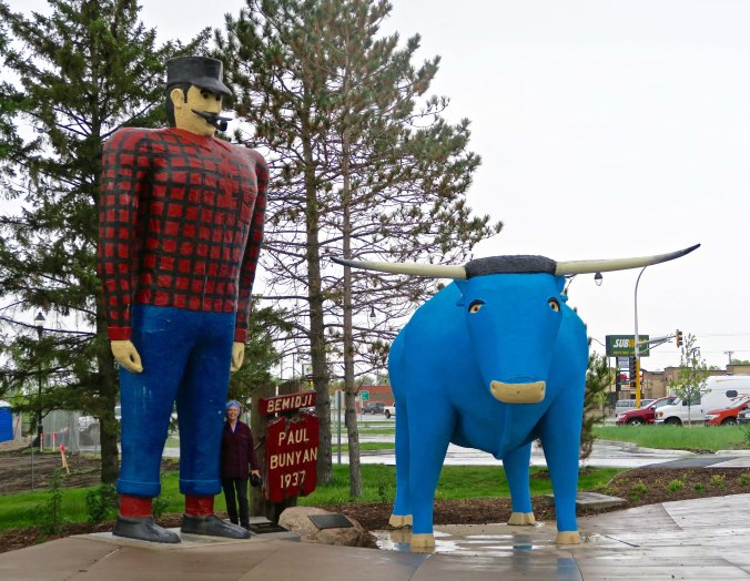 Paul Bunion and his Blue Ox Babe in Minnesota. Peggy is standing next to Pau's leg to prove a perspective on size.