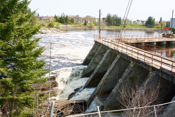 The Kapuskasing River provides hydro-electric power for the town of Kapuskasing.