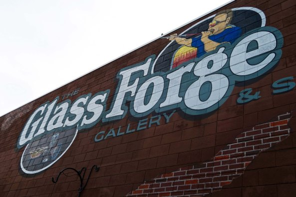 If you are driving up or down Interstate 5 in Southern Oregon or live in the area, I highly recommend stopping off at the Glass Forge in Grants Pass.