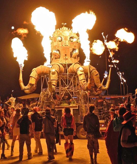 El Pulpo always draws a crowd at Burning Man, especially when he is flaming. He can go through 200 gallons of propane in one night.