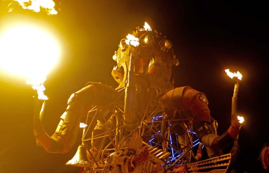 El Pulpo Mechanical as he flames his way through the Burning Man night.