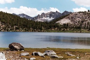 Alpine lake along the John Muir Trail.