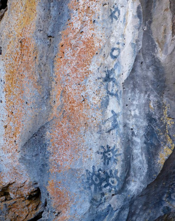 Rock with pictoglyphs at Lava Beds National Monument P