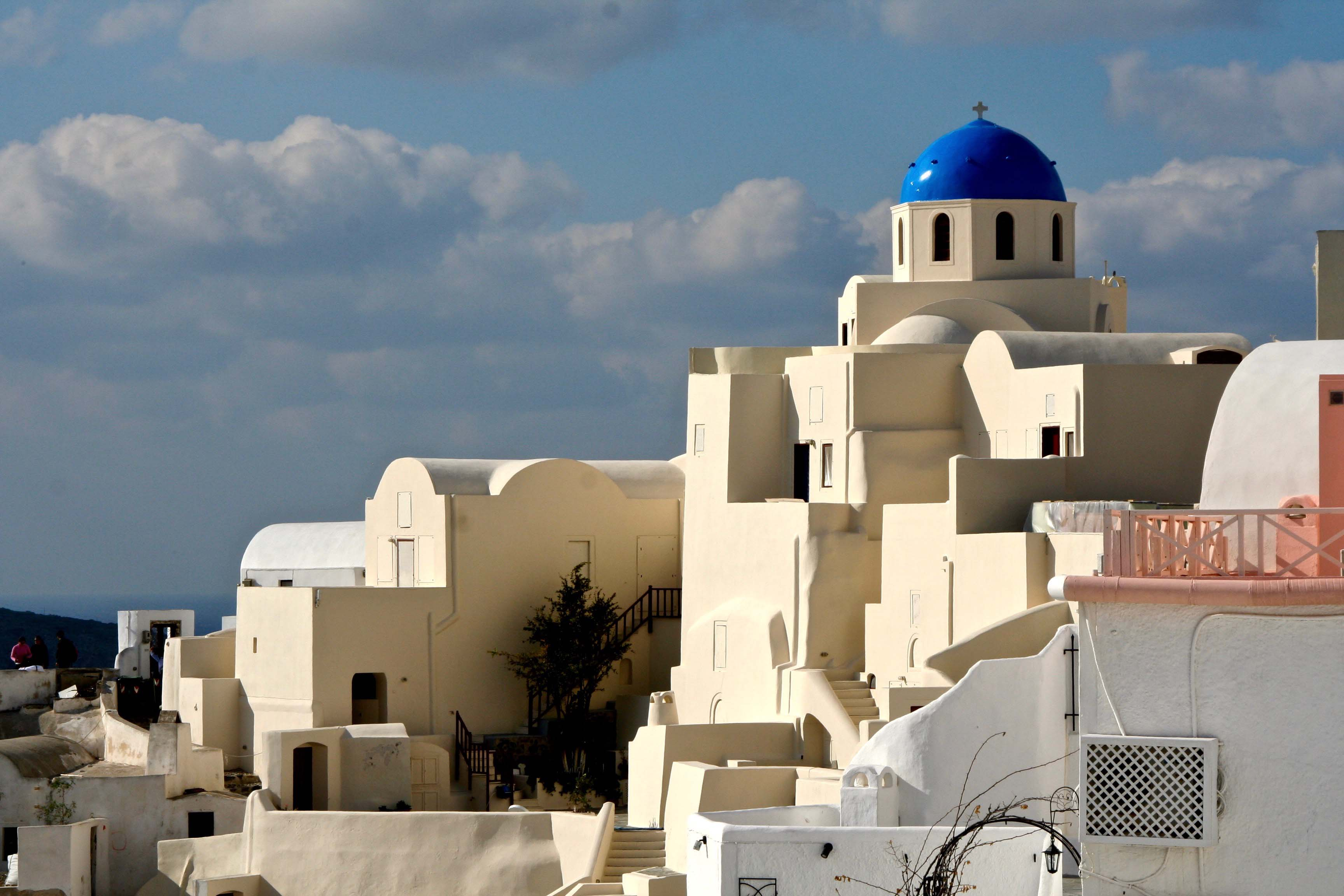 Blue topped church and other buildings in Santorini P