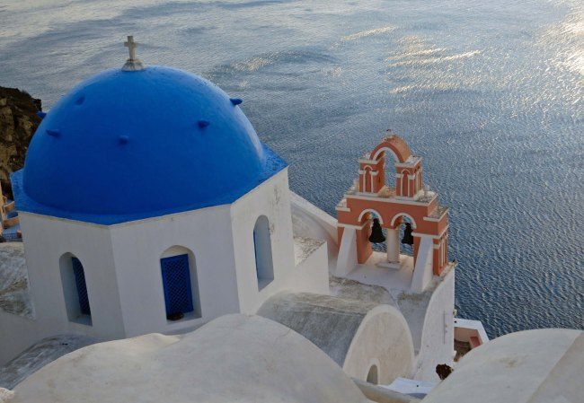 Color contrast in Santorini
