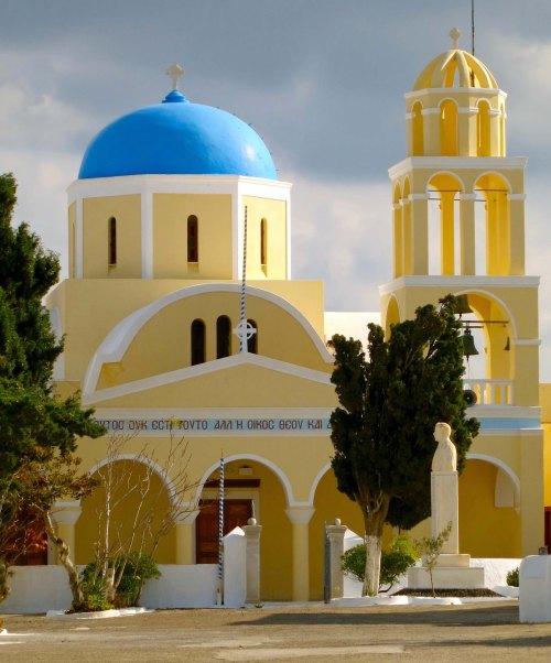 Chapel on Santorini photographed by Curtis Mekemson.
