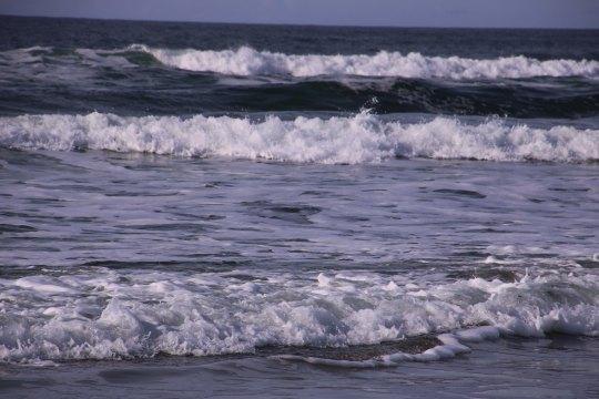 Gentle waves roll in at Rockaway Beach, Or P