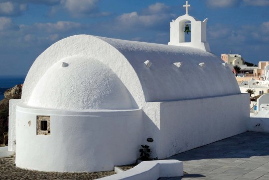 White Santorini chapel photographed by Curtis Mekemson.