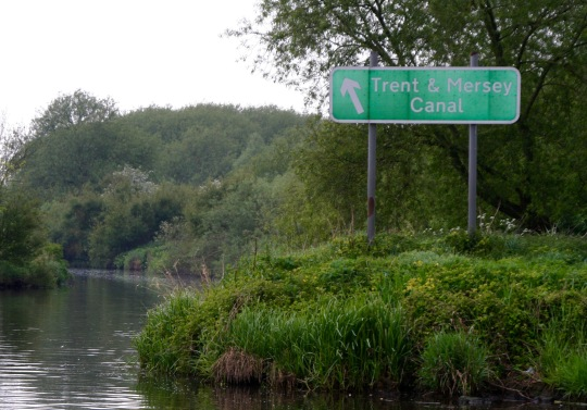 Direction sign on Trent and Mercy Canal