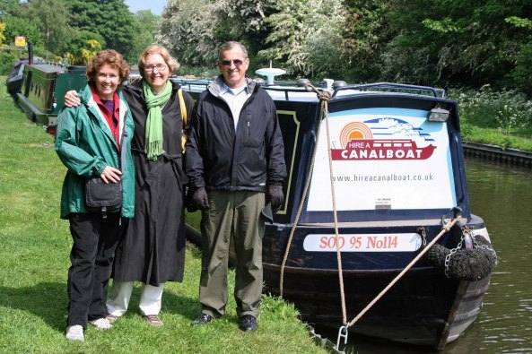 Intrepid narrowboat crew in Burton on Trent and Mersey Canal