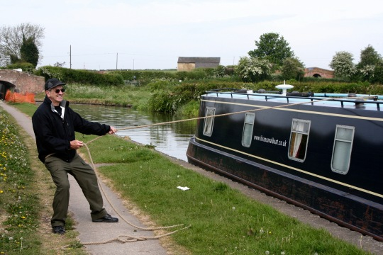 Mooring narrow boat
