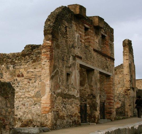 Pompeii building