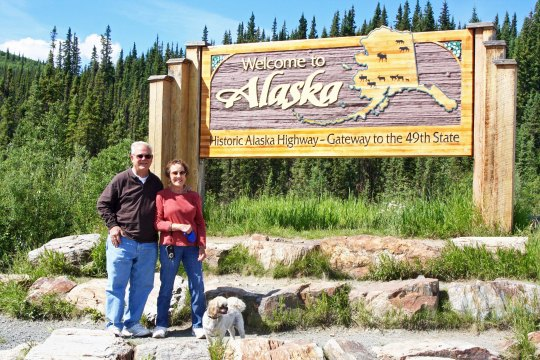Bob Bray, Linda Hart on Alaska-Yukon border